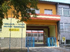 kneue Schule